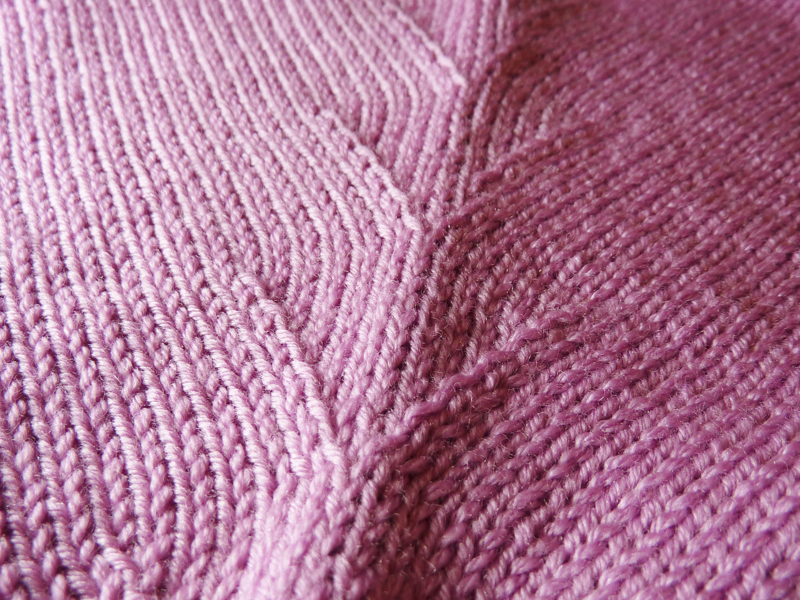 Decorative Raglan Seams for Machine Knitters by Knit it Now eBook